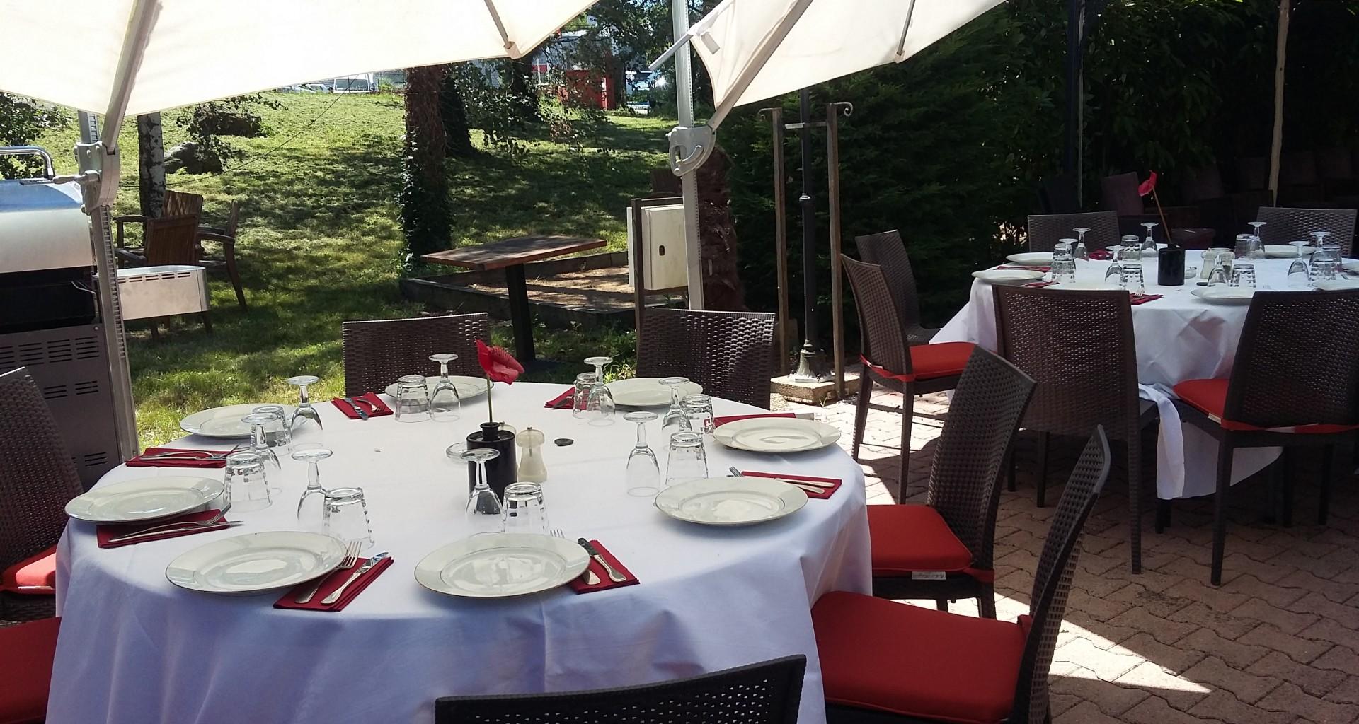 dejeuner convivial en terrasse
